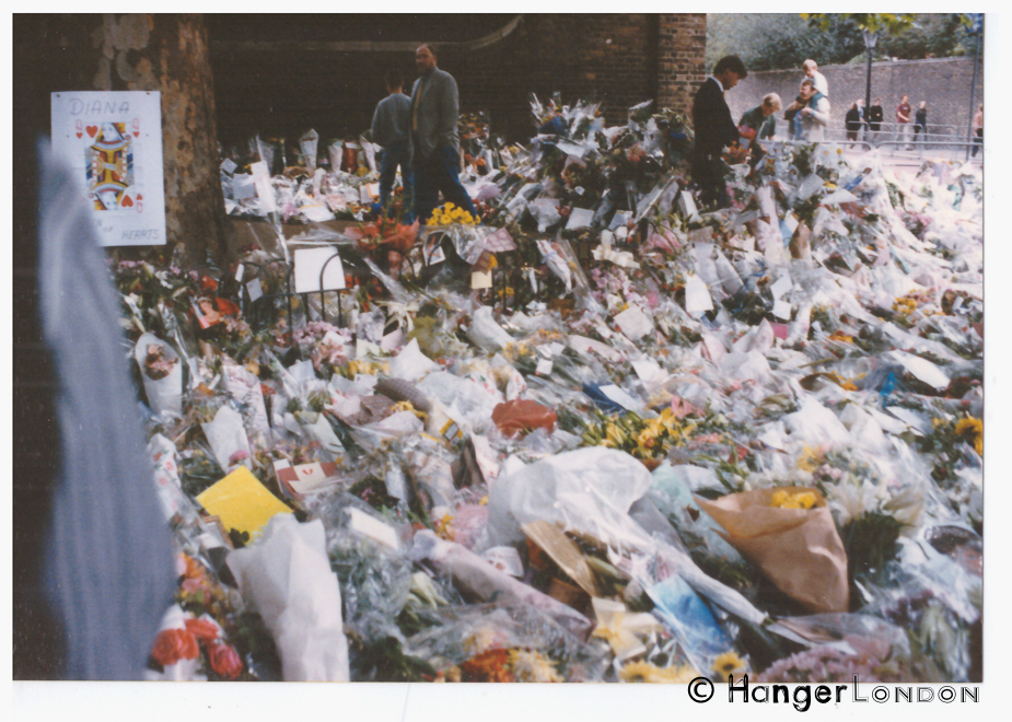 Floral Tributes laid in sympathy for the Loss of Princess Diana. Along the mall past ST James Palace and onward to Buckingham Palace. September 1997. The Queen of hearts image was something that many people put in their tributes.