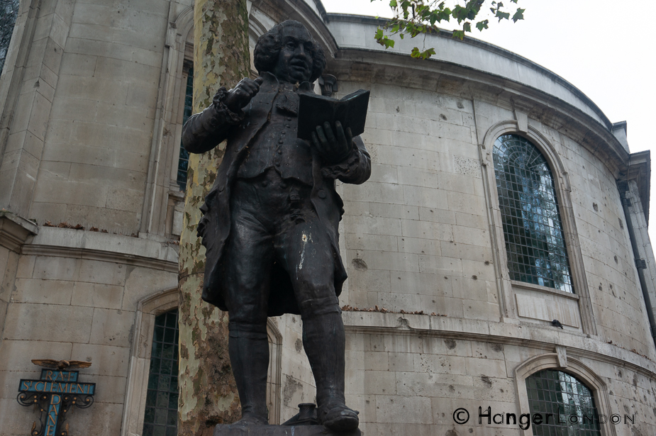 Samuel Johnson statute by Percy Hetherington Fitzgerald 1910 Back of the RAF Church St Clement Danes The Strand, London WC2R 1DH