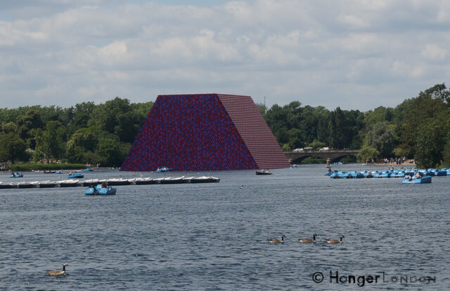 600 tonne Art in the Serpentine - The London Mastaba 1