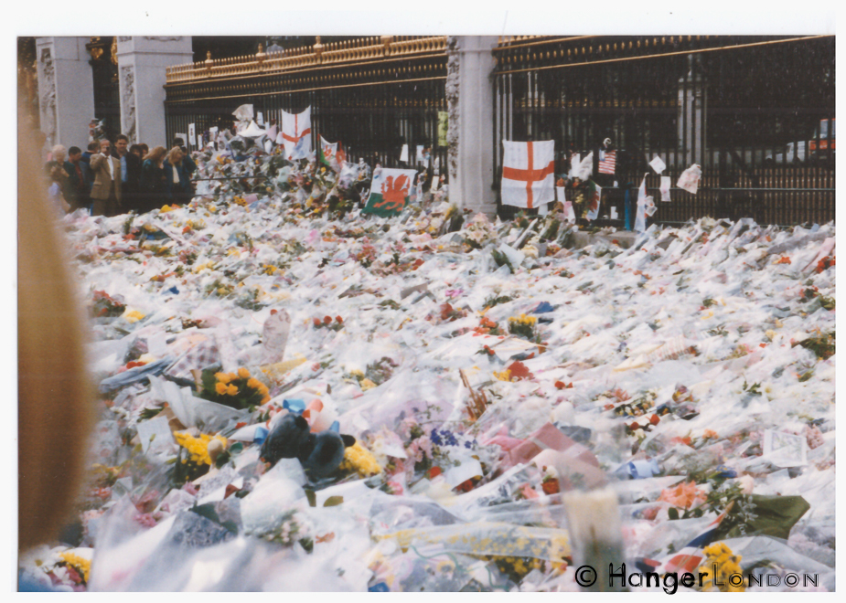 Floral Tributes in sympathy for Princess Diana, laid by the public. Outside Buckingham Palace September 1997