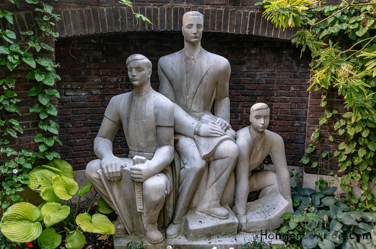 Three Printers Sculpture the only uk statue to Newspaper Industry