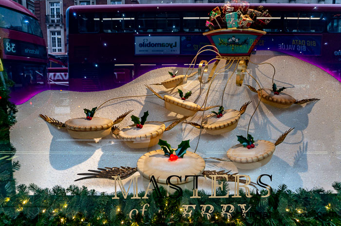 Fortnum & Mason Christmas Shop Window mince Pies London