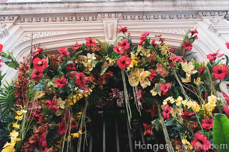 11 Cadogan Gardens a decorated doorway with hibiscus and red, yellow green and white theme