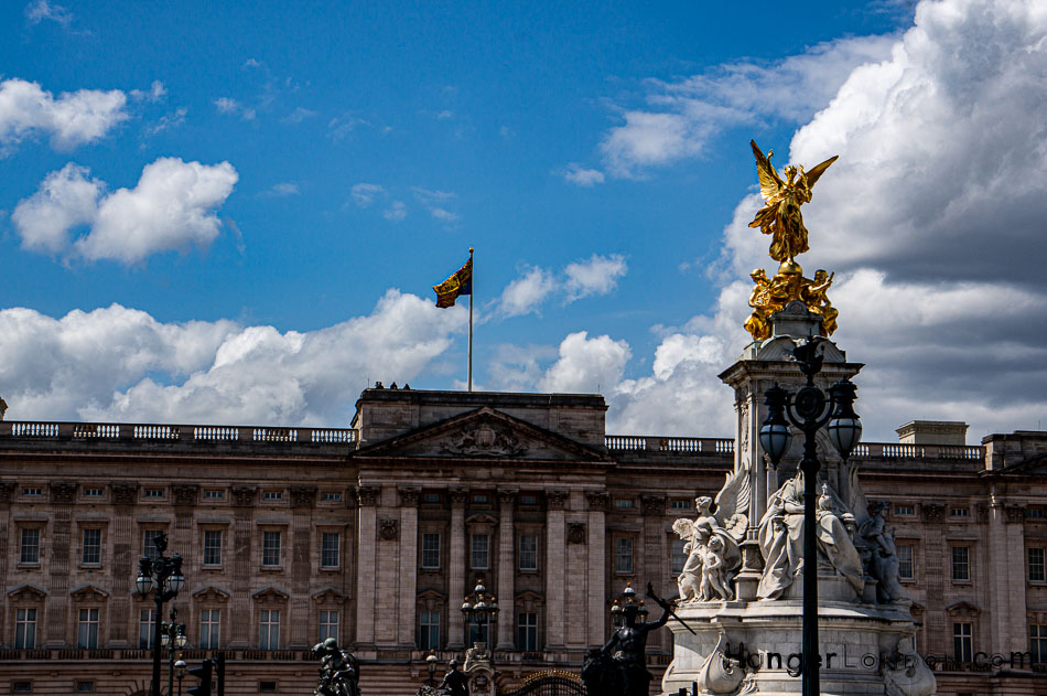 Spotters on the rood of Buckingham Palace US State Visit